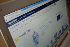 Amazon podnosi pensje i nie wyklucza kolejnych inwestycji