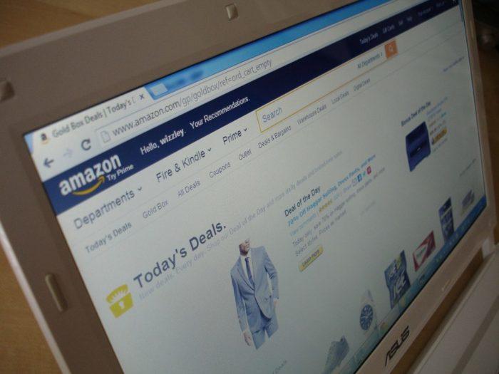 Amazon podnosi pensje