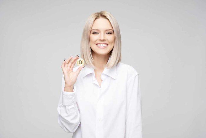 kobieta z bitcoinem