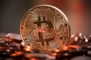 Co to jest Bitcoin, jak działa i czy warto kupować Bitcoiny
