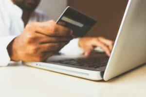 Płatności gotówkowe – czy ktoś z nich jeszcze korzysta?